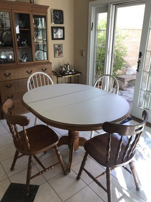 Breakfast table with 4 chairs for Sale in Woodland Hills, CA