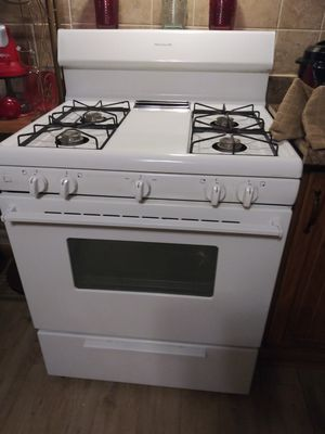 White Frigidaire 4 Burner Gas Stove for Sale in Horseheads, NY