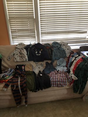 Baby clothes zise 12m for Sale in Long Beach, CA