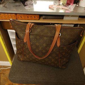 Shoulder Bag for Sale in Corona, CA
