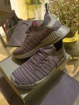 Adidas NMD primeknit mens size 9 for Sale in Charles Town, WV