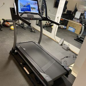 "NordicTrack Commercial X32i Interactive Treadmill with 32"" Touchscreen and 1 Year iFit Membership for Sale in Portland, OR"