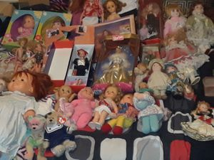 A huge lot of Barbies and other classic antique dolls open to trade but must at least receive 350 with trade and 500 without for Sale in Belton, SC
