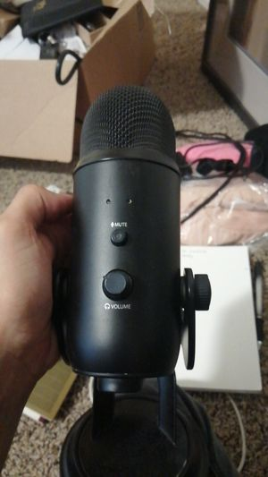 Blue yeti microphone with pop filter for Sale in Chico, CA