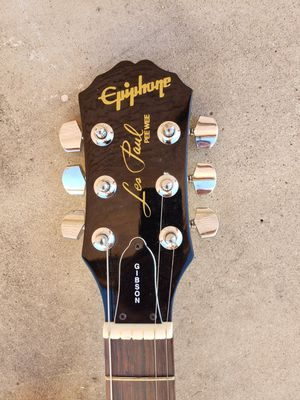 Gibson epiphone pee-wee Les Paul guitar and epiphone Tweed amplifier for Sale in Phoenix, AZ