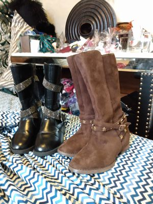 2 little girl boots both for $10, sz11-12c must pickup Jeffersonville,IN for Sale in Clarksville, IN