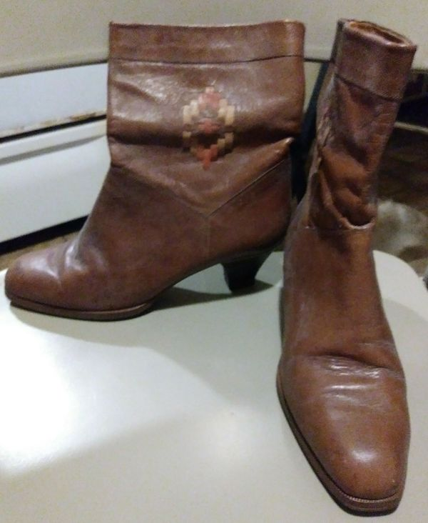 Ladies Brown Leather Boots~Size: 6 1/2
