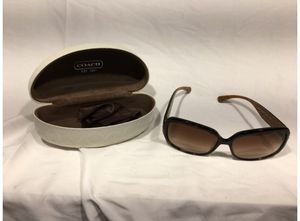 Women Coach Tortoise Sunglasses With Case, Scarlett L902 for Sale in Stamford, CT