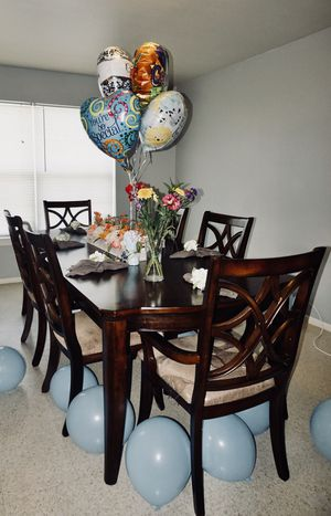 Dinning table, 6 chairs. Great condition! for Sale in Bend, OR