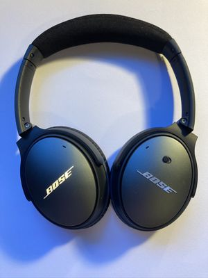 Bose noise canceling headphones for Sale in Seattle, WA