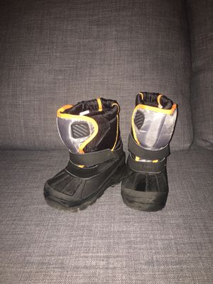 Snow boots toddler for Sale in Cary, NC