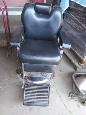Beaumont Salon Medium Size Barber Chair for Sale in Pico Rivera, CA