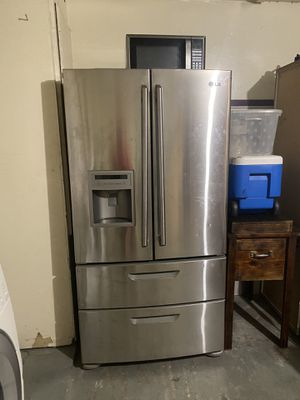 Refrigerador en buenas condiciones x dentro y x fuera! for Sale in Pasadena, TX
