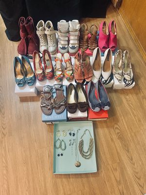 (14) Size 7.5-8 heels. Accessories are free with shoe purchase for Sale in Arlington, TX