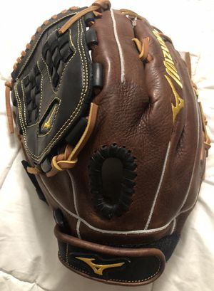 Left-Handed Throw Mizuno Classic Fast Pitch Softball Glove for Sale in Hacienda Heights, CA