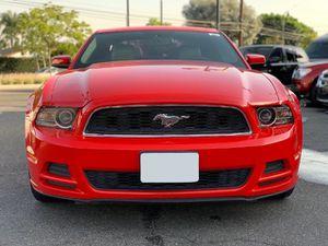 2014 Ford Mustang V6 Premium ,titulo limpio, motor 3.7L V6, interior de piel, millas 81k,Y MUCHO MAS... for Sale in Norwalk, CA