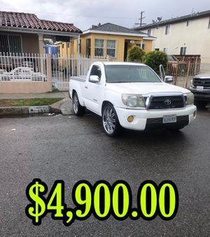 Toyota Tacoma. Muy buena para el trabajo. 4 silindros puedes chequiarla o tu mecánico sigustas for Sale in Los Angeles, CA