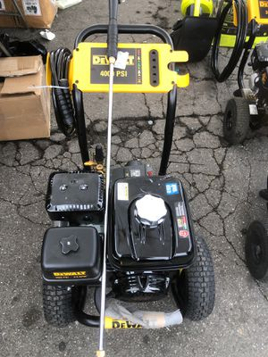 DEWALT 4000 PSI at 3.5 GPM Gas Pressure Washer Powered by Honda with AAA Triplex Pump - California Compliant for Sale in Gardena, CA