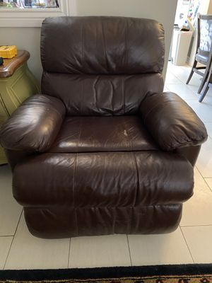 Brown Leather Recliner for Sale in Phoenix, AZ