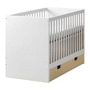 Crib with mattress and changing table with pad for Sale in Hallandale Beach, FL