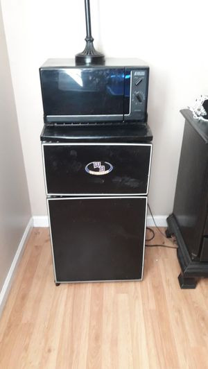 Mini fridge/freezer/microwave for Sale in Maryville, TN