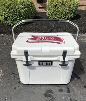 Yeti cooler for Sale in Bloomfield Hills, MI