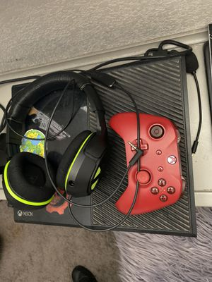 Xbox One w/ Headset and Controller for Sale in El Paso, TX