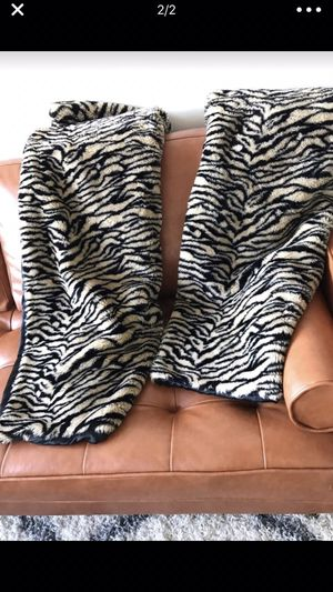 2 faux fur throw blankets for $10 Each. The size is 61inches X 49 inches. for Sale in West McLean, VA