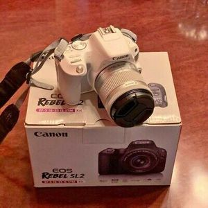 Canon Rebel eos SL2 White for Sale in Tallahassee, FL