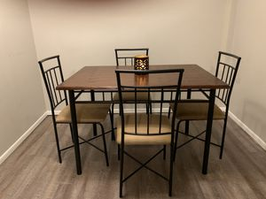 Small dinning table for Sale in Aspen Hill, MD