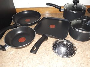 TFal 6 piece set w/extra utensils by Farberware for Sale in Yakima, WA