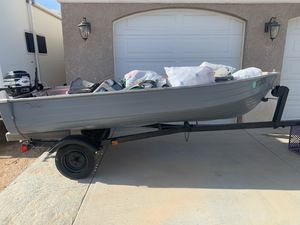 Aluminum fishing boat for Sale in Apple Valley, CA