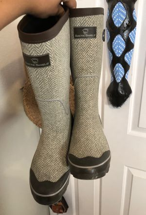 Size 7 rain boots for Sale in Las Vegas, NV