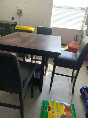 Counter height extension Dining table and 4 height chair for Sale in Clermont, FL