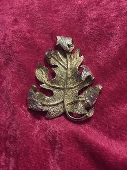 Vintage brooch for Sale in Taylorsville,  UT