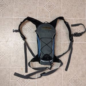 Hydration Backpack, Fast And Light, 2L Capacity, Backpack, Novara for Sale in Anaheim, CA