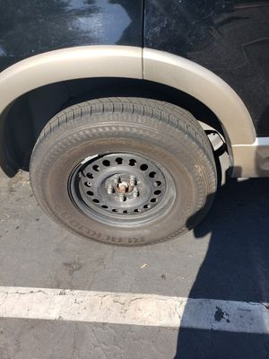 Ford explorer rims and tires set for Sale in Los Alamitos, CA