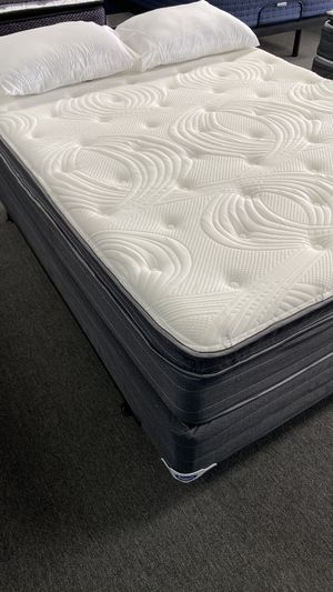12'' Queen Pillow Top Mattress with Memory foam Pillow top attached WJ for Sale in Irving, TX