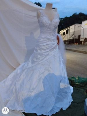 Re: Gorgeous Bridal Gown w/ Veil. Full, crinoline slip, stiched into the dress,, along w/ a 2cd, half slip of added crinoline. for Sale in Atlanta, GA