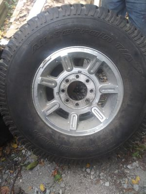 Rim with tired for a hummer h3 for Sale in Markham, IL