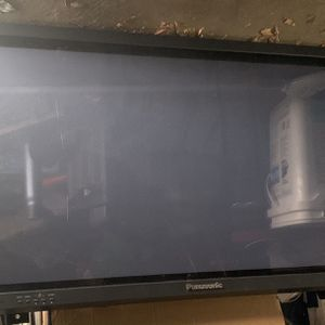 "Panasonic LCD TV 37"" With wall Rack Included for Sale in Norco, CA"