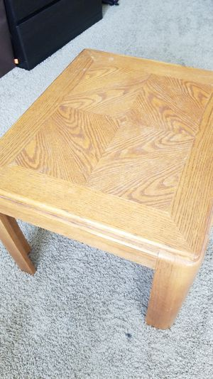 End table in great shape for Sale in Denver, CO