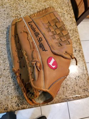"13.5"" Left lefty Louisville baseball softball glove broken in for Sale in Downey, CA"