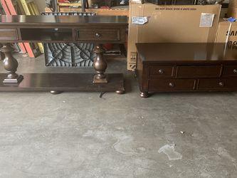 2 Muebles Gratis for Sale in Los Angeles,  CA