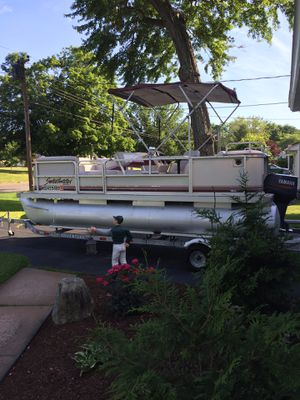 18 ft pontoon boat for Sale in South Windsor, CT