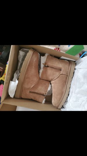 Women's uggs for Sale in Cleveland, OH