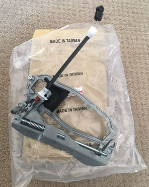 BMW X5 front door handle RH outside carrier with base and with cable for Sale in Dearborn Heights, MI