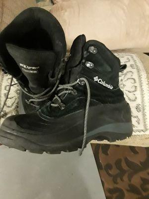 Columbia size 9 shoes men's 200grams thermolite for Sale in El Cajon, CA