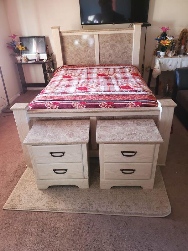 Complete Queen size bedroom set ...like new.. COMO NUEVO..