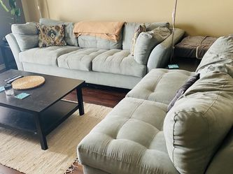 Rooms To Go Cindy Crawford Sectional for Sale in Dallas,  TX